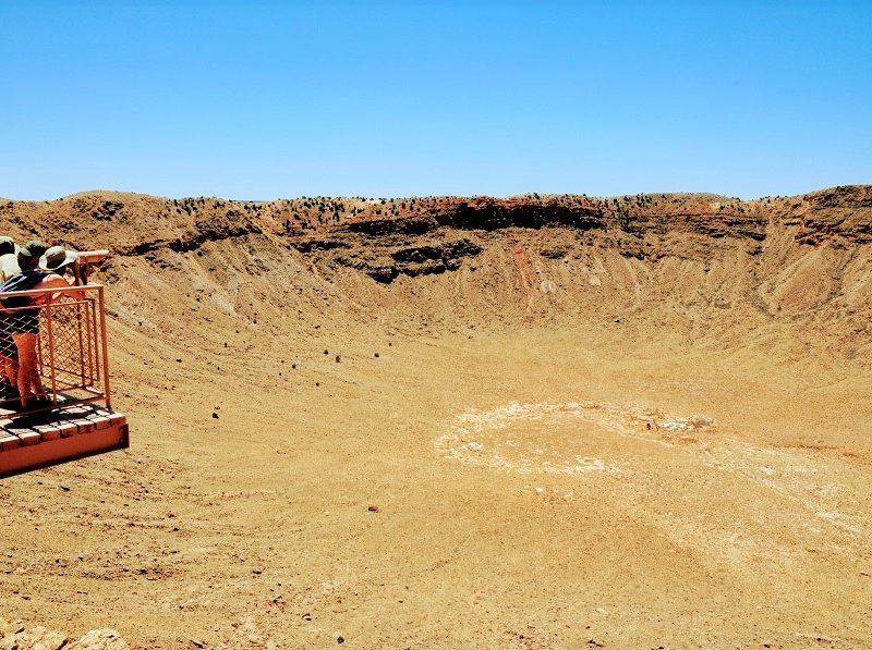 passerella con binocoli affacciata sul Meteor Crater Arizona